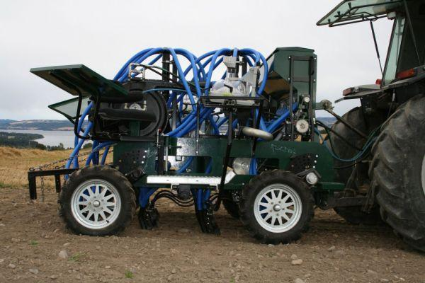 flexiseeder-plot-drill-fitted-with-a-19-series-75mm-blowerA09C8216-4674-6A29-3B3B-080893128253.jpg