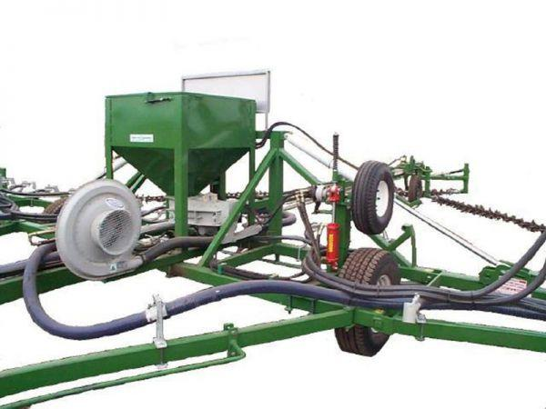 smale-prickle-chain-small-seed-spreader-fitted-with-19-series-75mm-blower0204A253-4E14-9B6B-6337-2936E754888B.jpg
